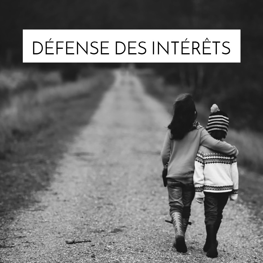 Défense des intérêts Background Graphic